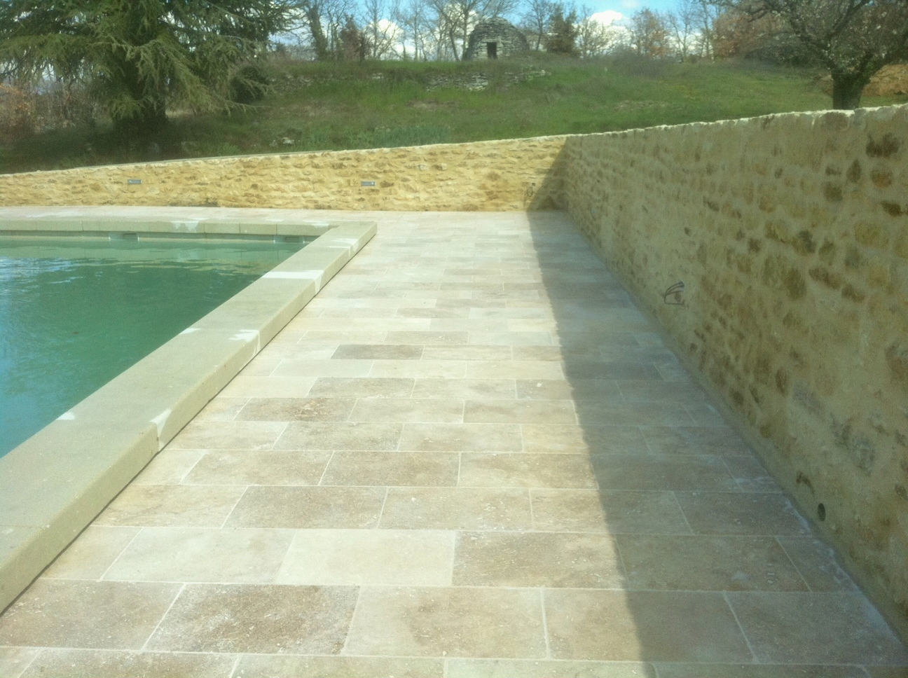 Terrasse travertin hydrofuge et imperm abilisant blog for Carrelage exterieur travertin